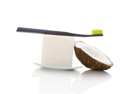 Biele zuby a svieži dych s kokosovým olejom