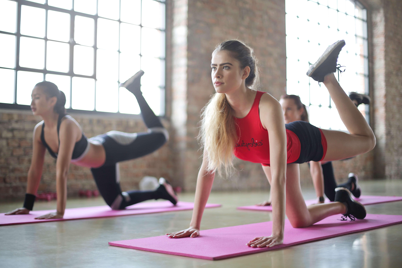 ženy cvičia na podložke