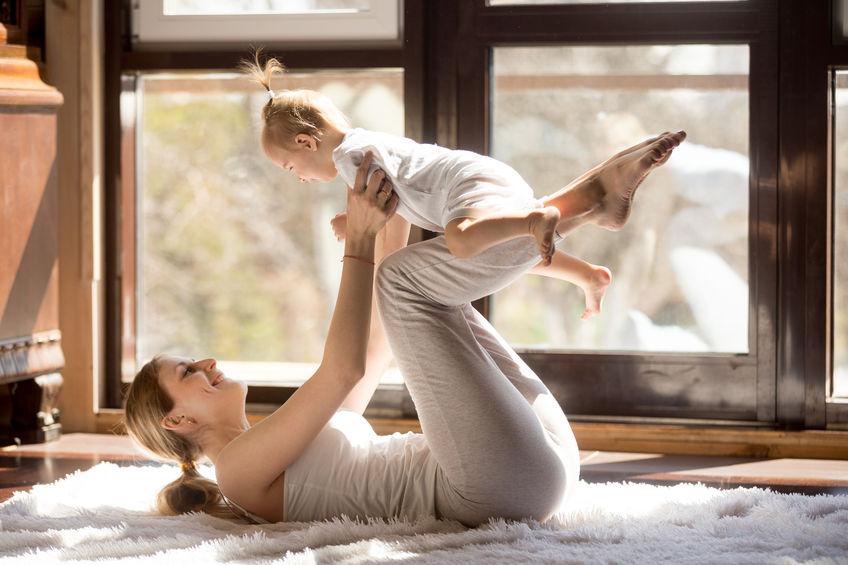 Cvičenie s bábätkom – pre dieťa zábavou a pre vás spoločný čas s vašou ratolesťou.