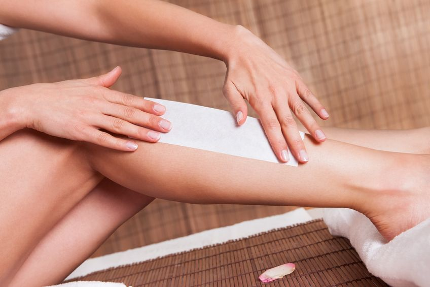 depilácia chĺpkov na nohe pomocou depilačných pásikov