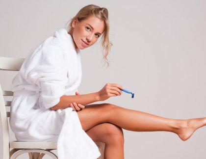 aký je najlepší spôsob, ako odstrániť chĺpky na nohách?