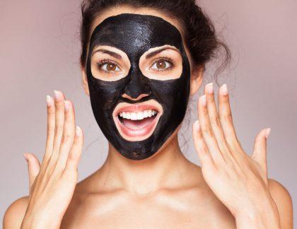 čierna maska s aktívnym uhlím