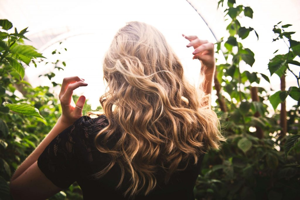 Prirodzené blonďavé a zdravé vlasy