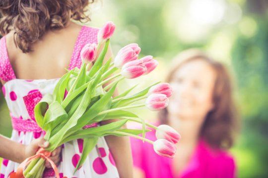 Dcéra priniesla mamine kvety