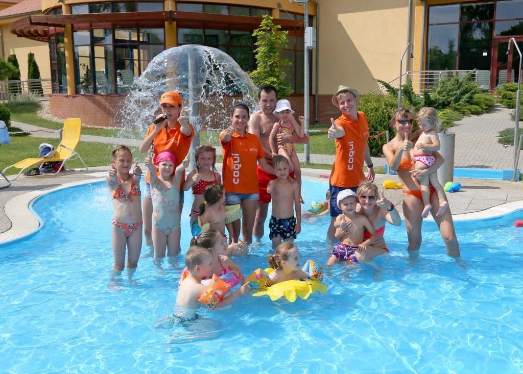 Deti v bazéne v Patinciach