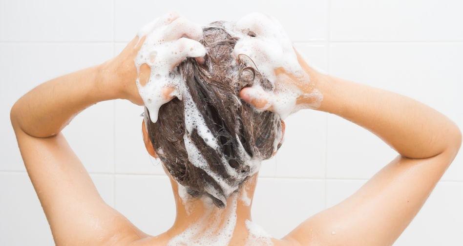 Každodenné umývanie a zlá technika umývania vlasom škodia - Wellness Magazín