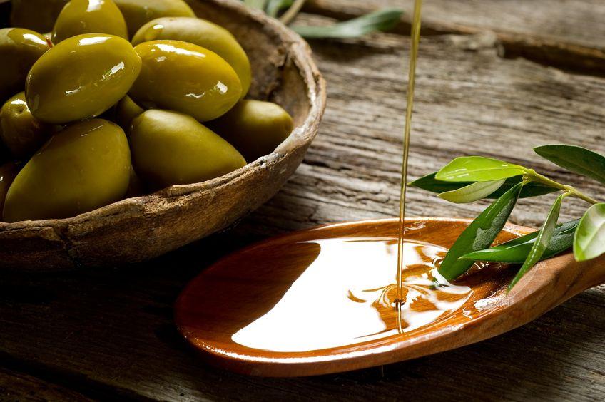 Olivový olej pomáha proti suchým vlasom - Wellness Magazín