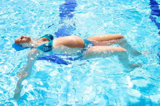 Buďte v dobrej kondícii aj počas tehotenstva. Vyskúšajte cvičenie vo vode. - Wellness Magazín