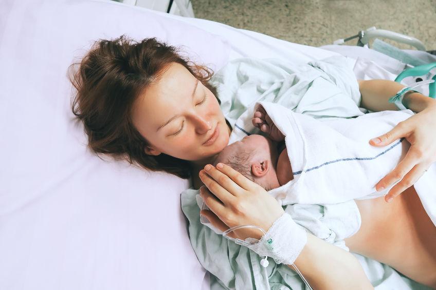 Čerstvo narodené bábätko s mamičkou - Wellness Magazín