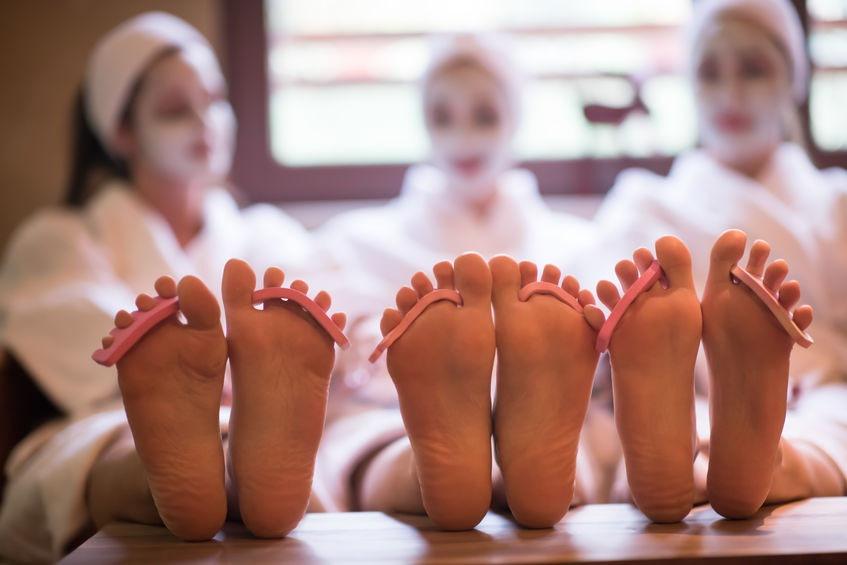 Kamarátky na pedikúre vo wellness hoteli - Wellness Magazín