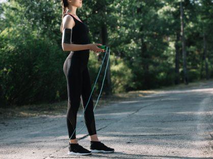 Skákanie na švihadle v prírode - Wellness Magazín