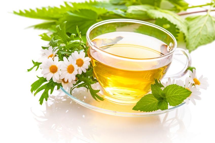 Žihľavový a rumančekový čaj na liečbu akné