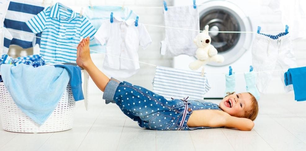 Stastné dieťa pri praní