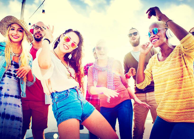 Na festivaly sa obliecť môžete naozaj do všetkého – farby, doplnky, extravagancia