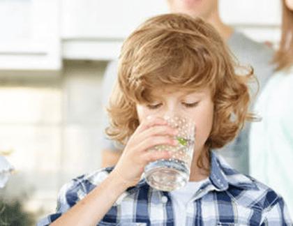 účinky čistej vody na organizmus