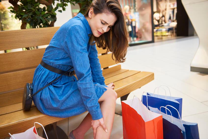 tŕpnutie nôh vás môže zastihnúť napríklad aj pri každodených aktivitách, akou je aj nakupovanie