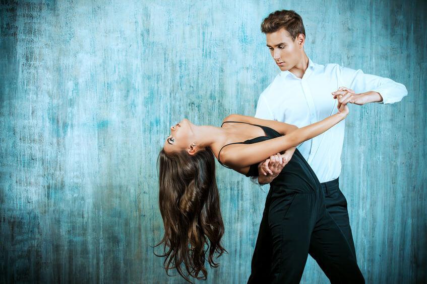Spoločenské tance sú nielen spôsob, ako objaviť súlad dvoch ľudí v rytme, ale aj účinná forma pohybu