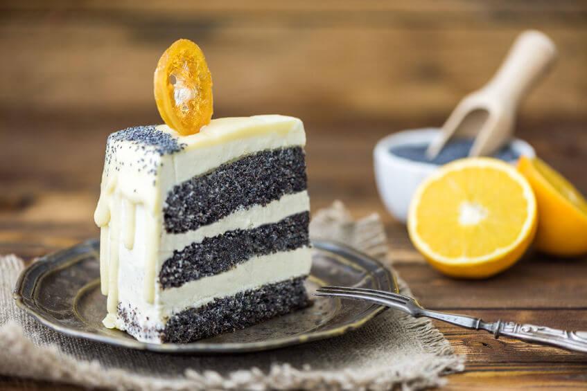 Z maku je výborná aj maková torta s ovocnou polevou napríklad z pomaranča