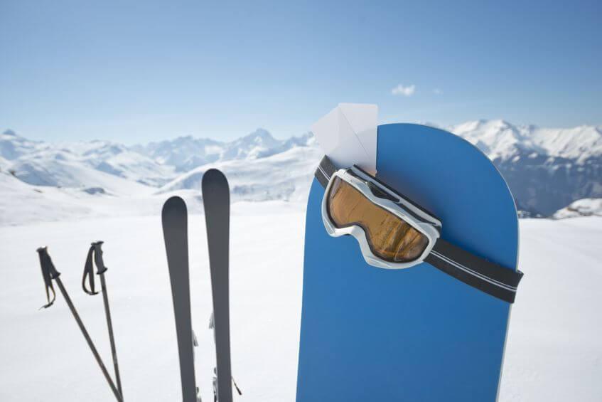 lyžiarska výbava a snowboard
