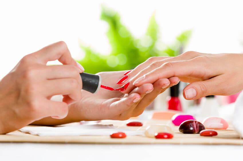Ak sa rozhodnete pre gélové nechty, zverte svoje ruky radšej odborníkovi