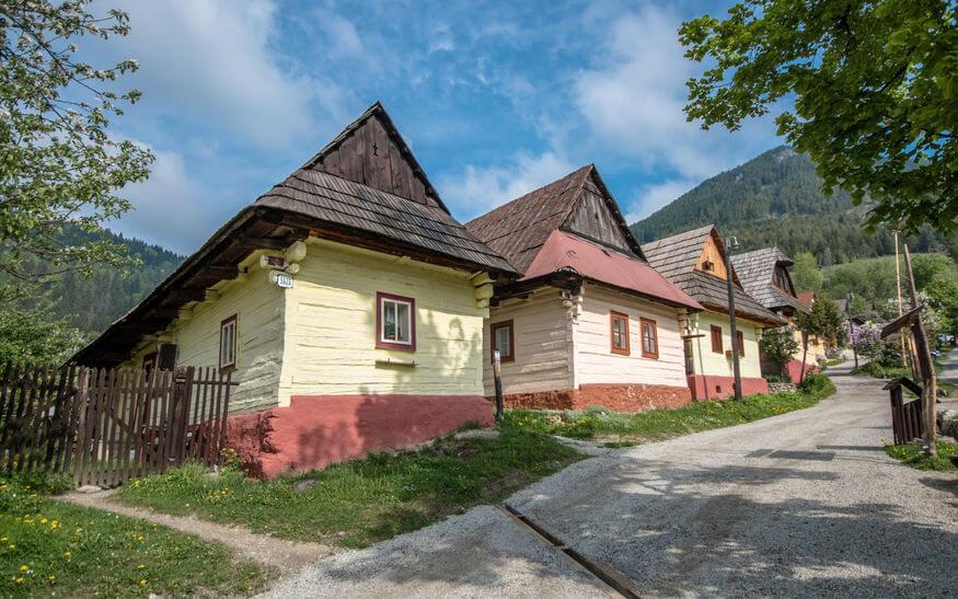 Drevené domčeky v obci Vlkolínec – kultúrne dedičstvo (UNESCO) Slovenska