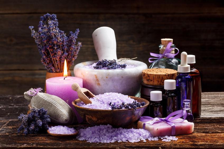 Aromaterapia sa dá v pohodlí domova pripraviť naozaj zo širokého výberu prípravkov