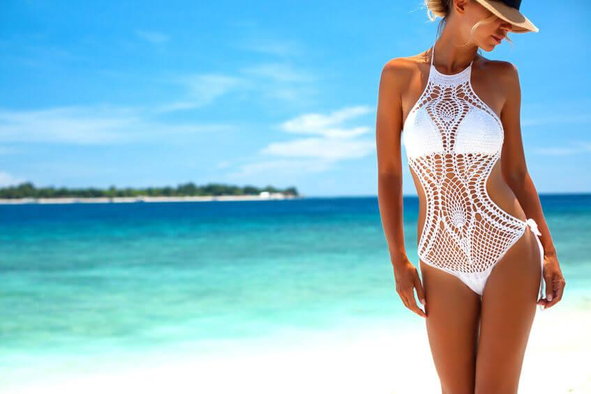 Háčkovanie sa z voľnočasovej aktivity dá premeniť aj na výrobky, ako napríklad letné celotelové plavky.
