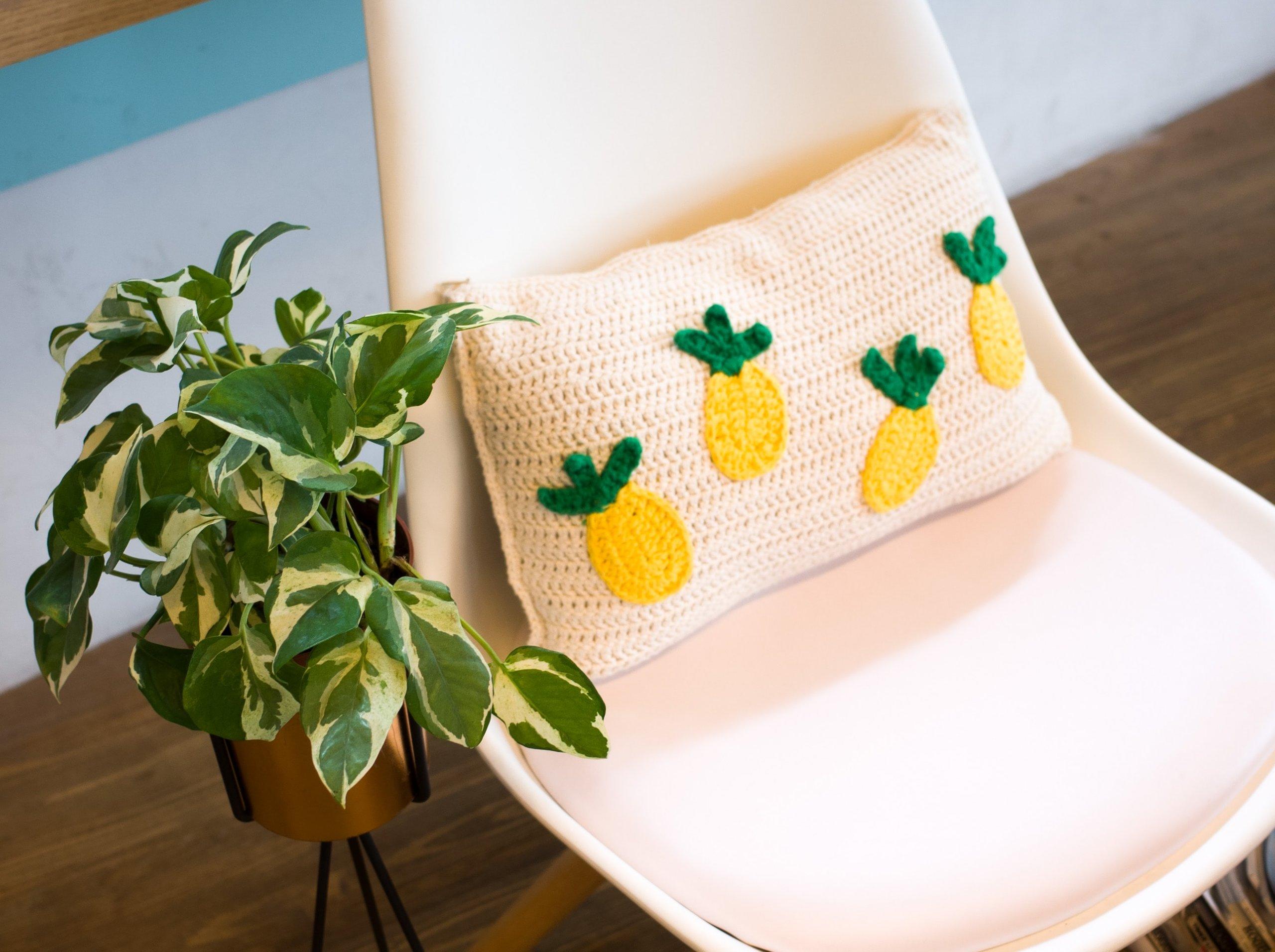 Týmto spôsobom sa dá uháčkovať aj originálny háčkovaný dekoračný vankúš napríklad aj do vašej kuchyne či obývačky.
