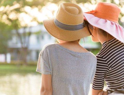 Prečo sa rozhodnúť pre klobúk? Nielen ako ochrana pred slnkom, ale aj ako módny doplnok.