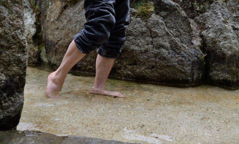 Aj prechádzka v potoku vie do istej miery pôsobiť ako Kneippov kúpeľ.