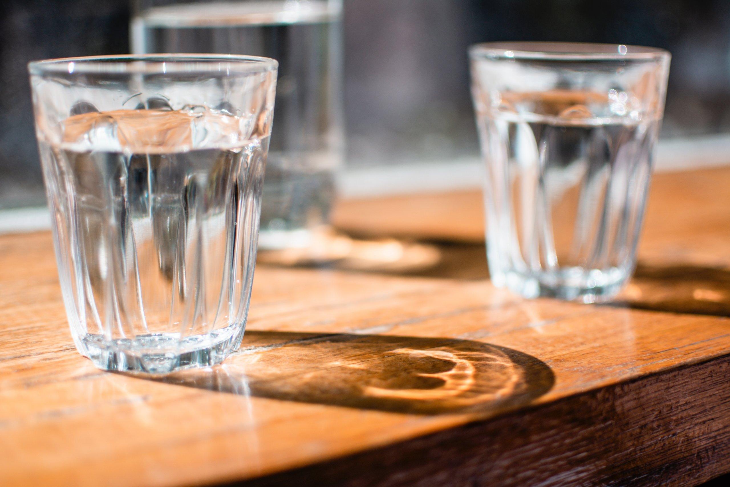 Pohár vody.