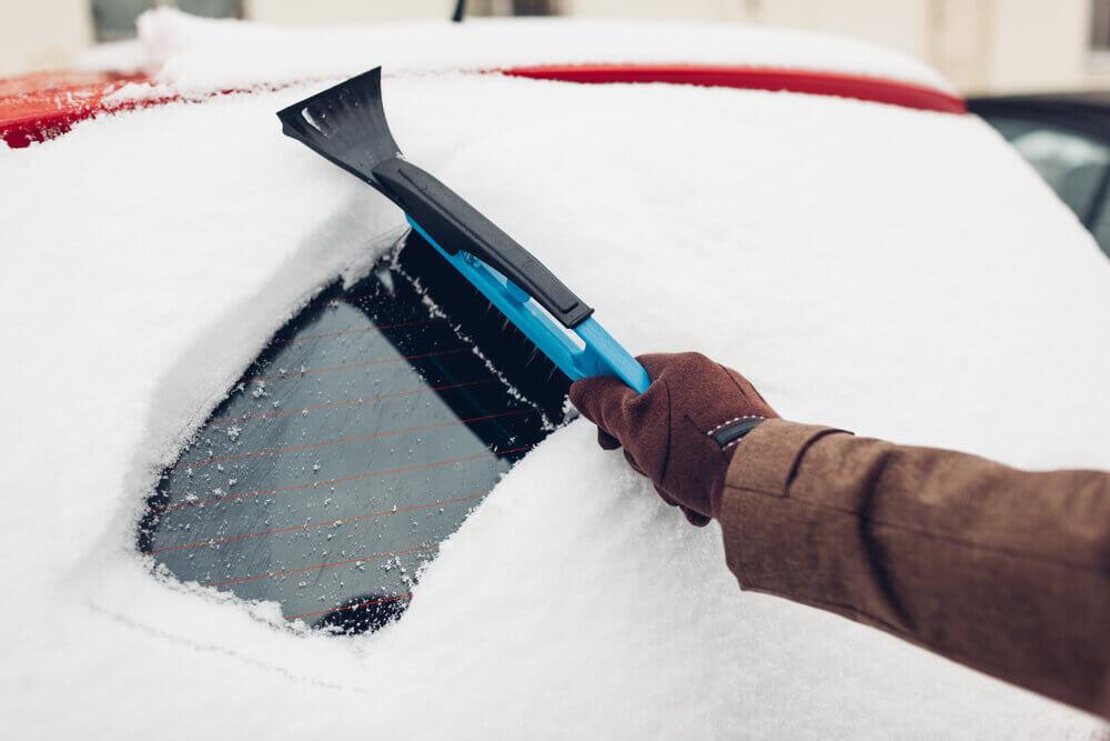 Oškrábať auto cez zimu
