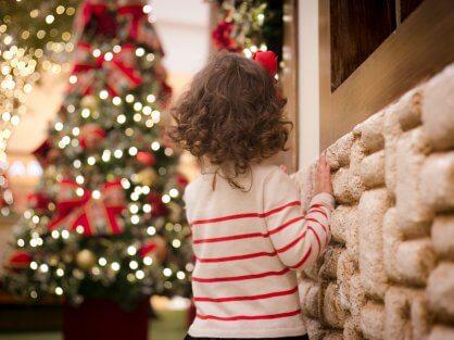 Dieťa a stromček