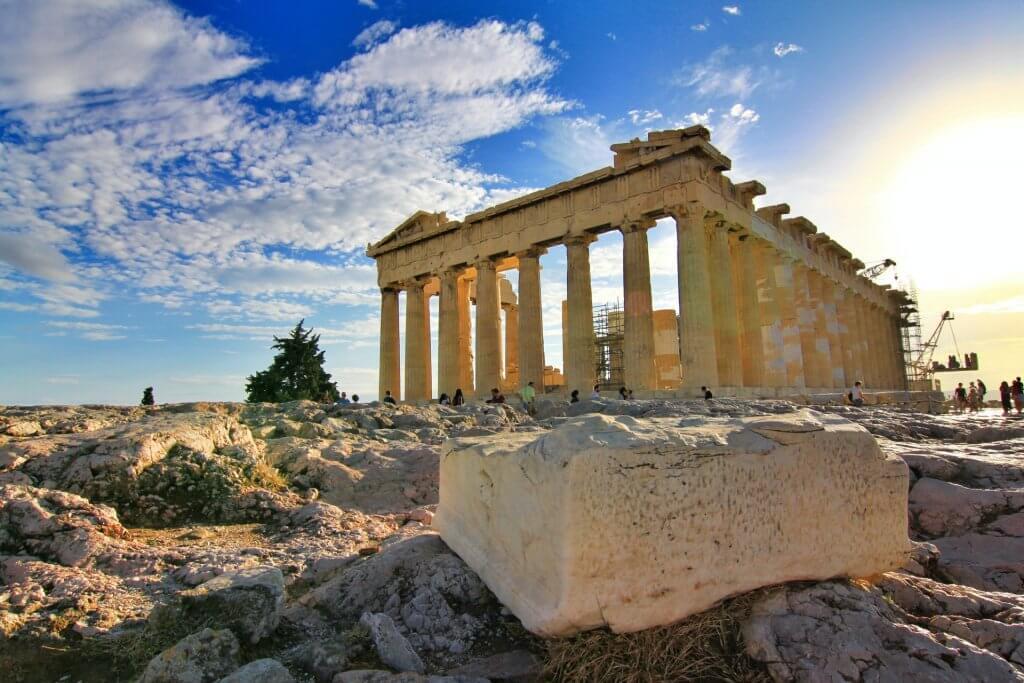 Grécka stavba Parthenon v Ateénach, hlavnom meste Grécka.