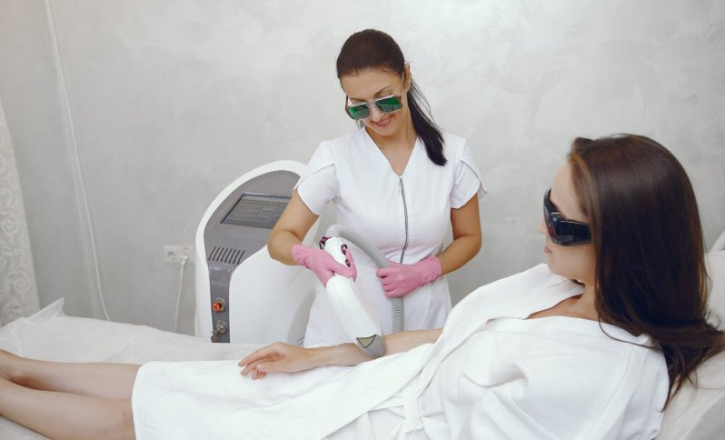laserová epilácia_ chĺpky_estetická dermatológia_odstránenie ochlpenia_epilácia