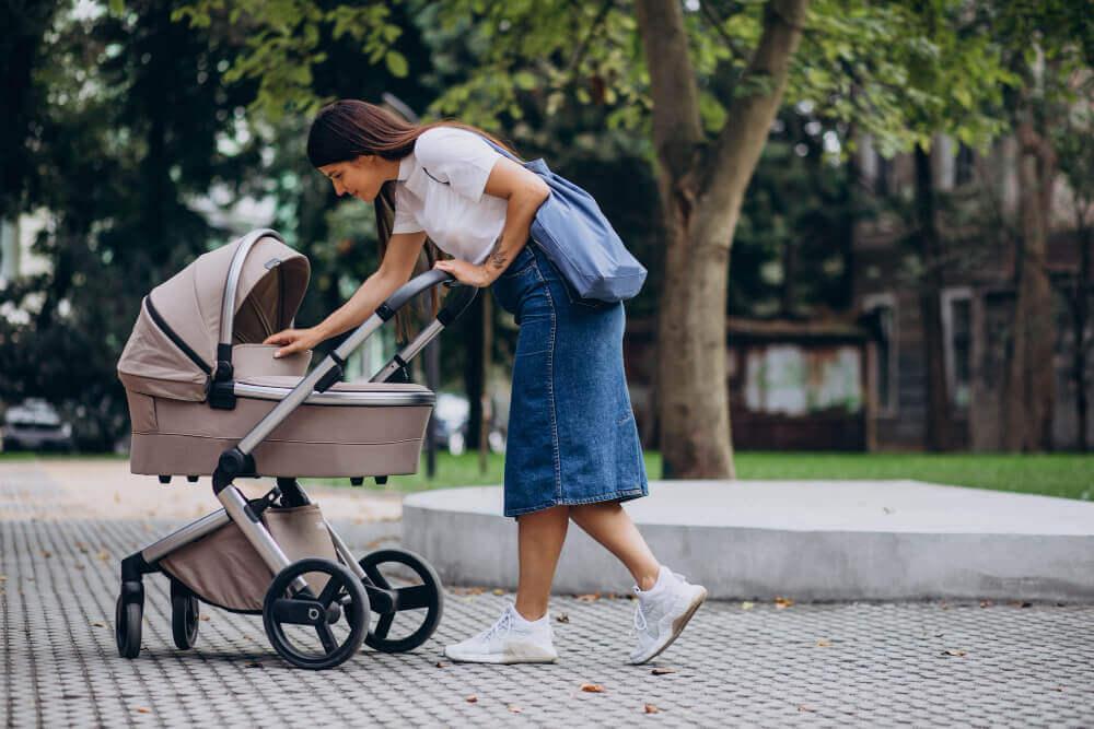 kočík pre bábätko_matka s dieťatkom