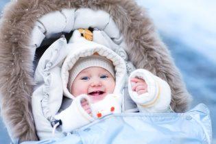 Ako obliecť bábätko von a kedy ísť na prvú prechádzku?